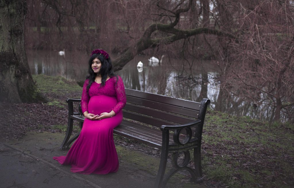 Warwickshire Photographer - outdoor maternity session in the park